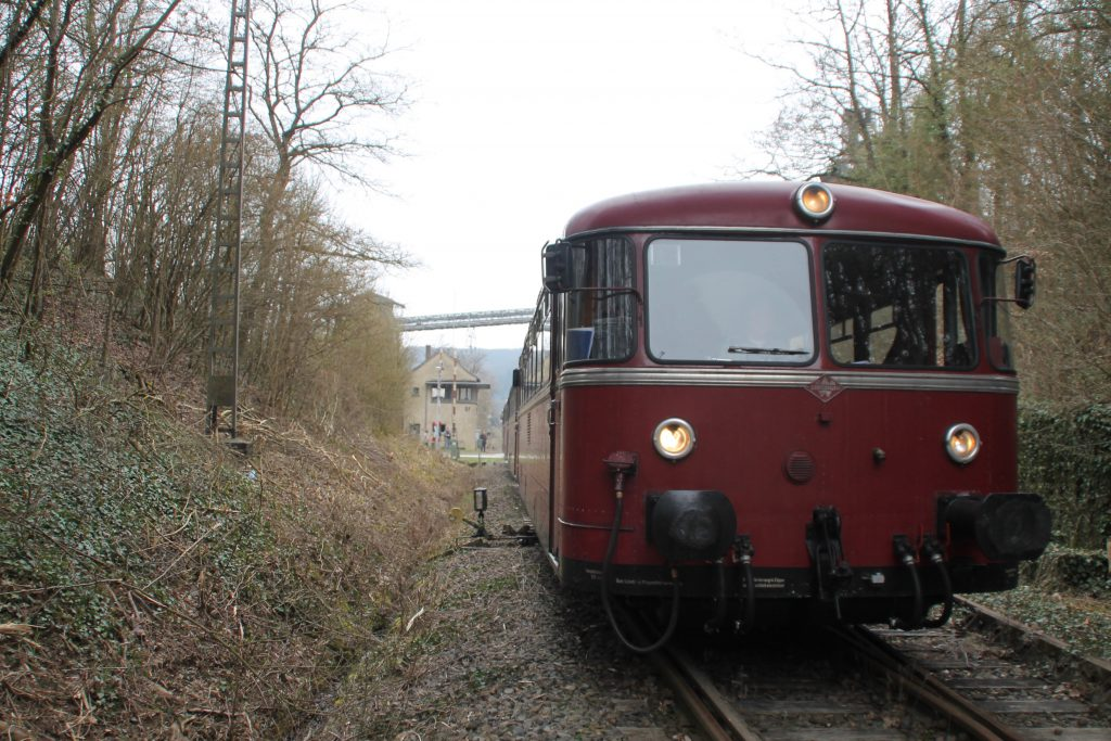 796 690, 996 299, 996 309, 796 802 verlassen den Bahnhof Stromberg auf der Hunsrückquerbahn, aufgenommen am 02.04.2016.