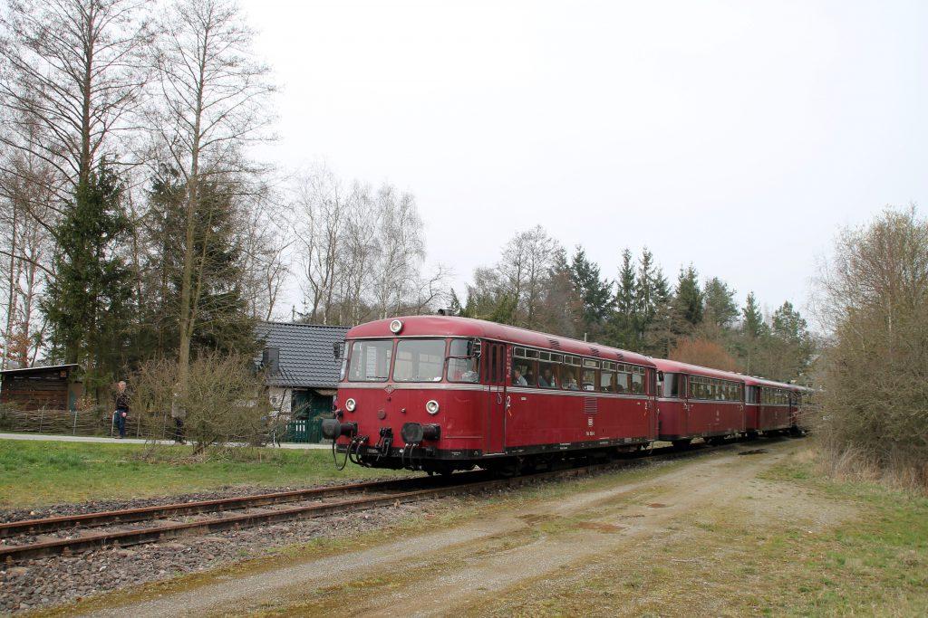 796 690, 996 299, 996 309, 796 802 bei Unzenberg auf der Hunsrückquerbahn, aufgenommen am 02.04.2016.