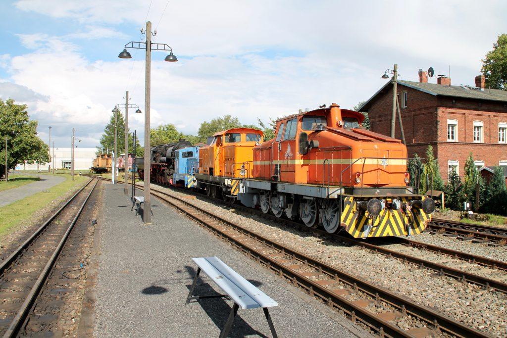 Henschel-Loks warten im Bahnhof Klostermansfeld auf neue Einsätze, aufgenommen am 03.07.2016.