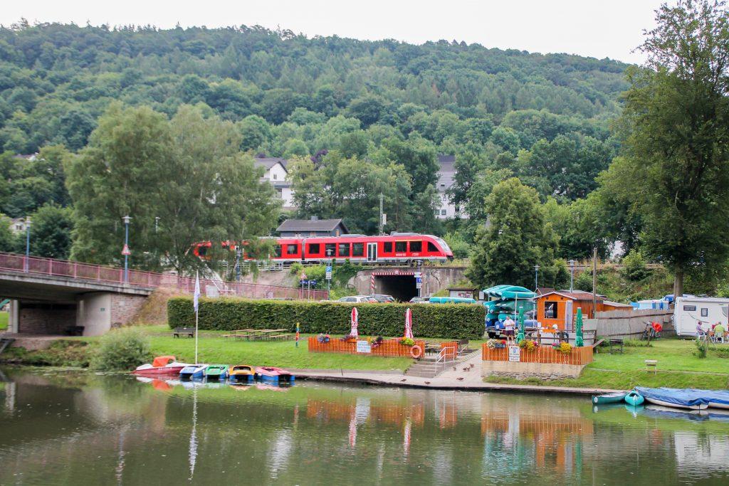 Ein LINT der DB in Obernhof auf der Lahntalbahn, aufgenommen am 17.07.2016.