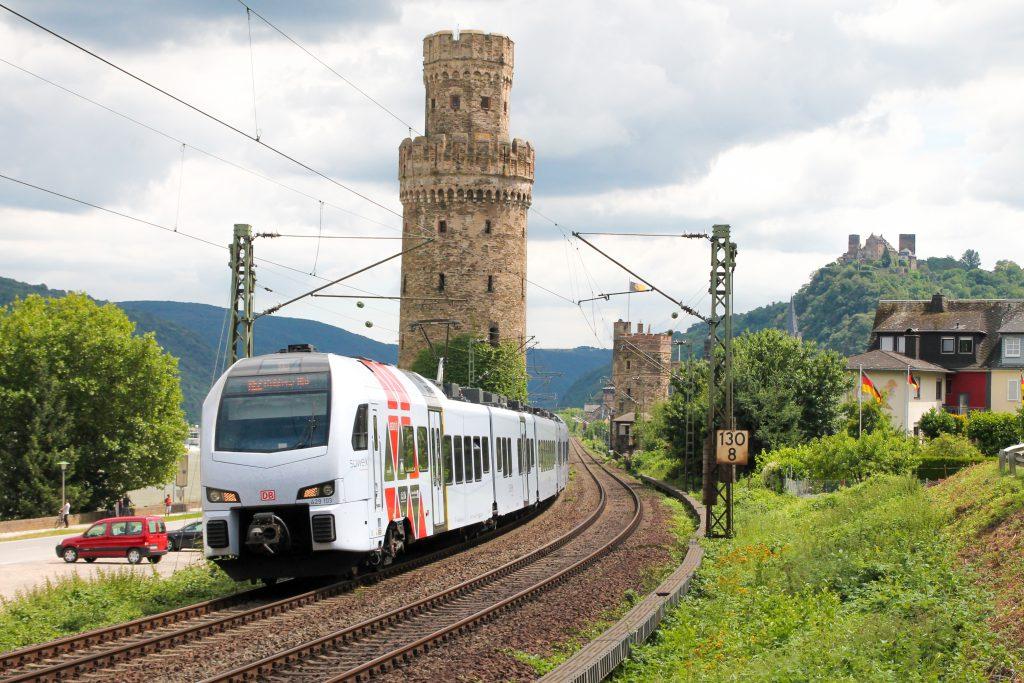 429 103 verlässt Oberwesel auf der linken Rheinstrecke, aufgenommen am 17.07.2016.