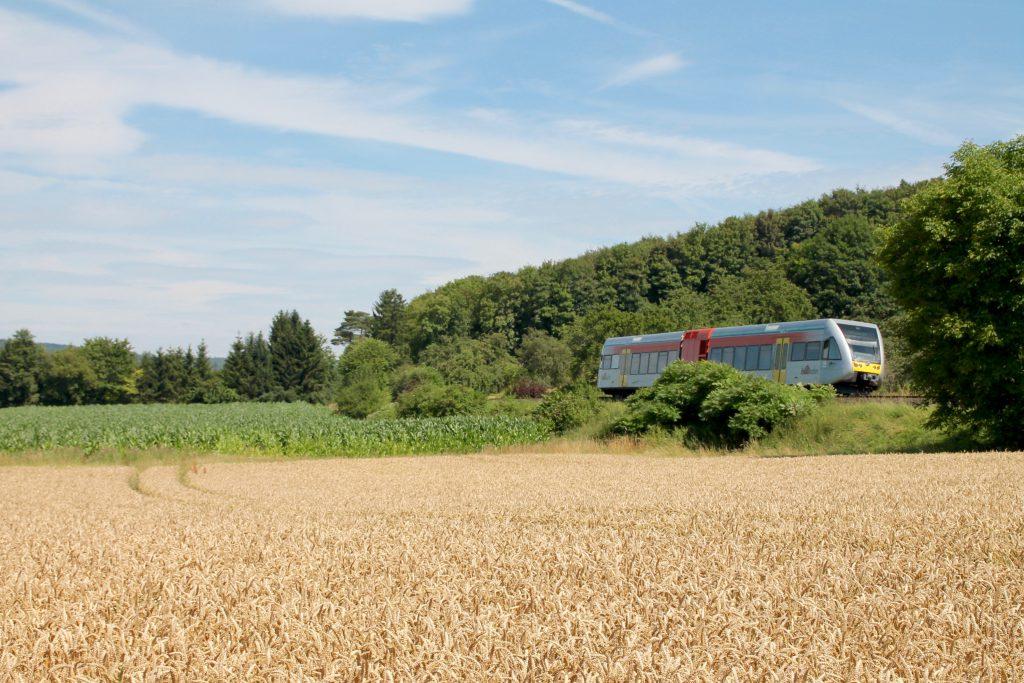 Ein GTW der HLB bei Glauburg-Stockheim auf der Lahn-Kinzig-Bahn, aufgenommen am 10.07.2016.