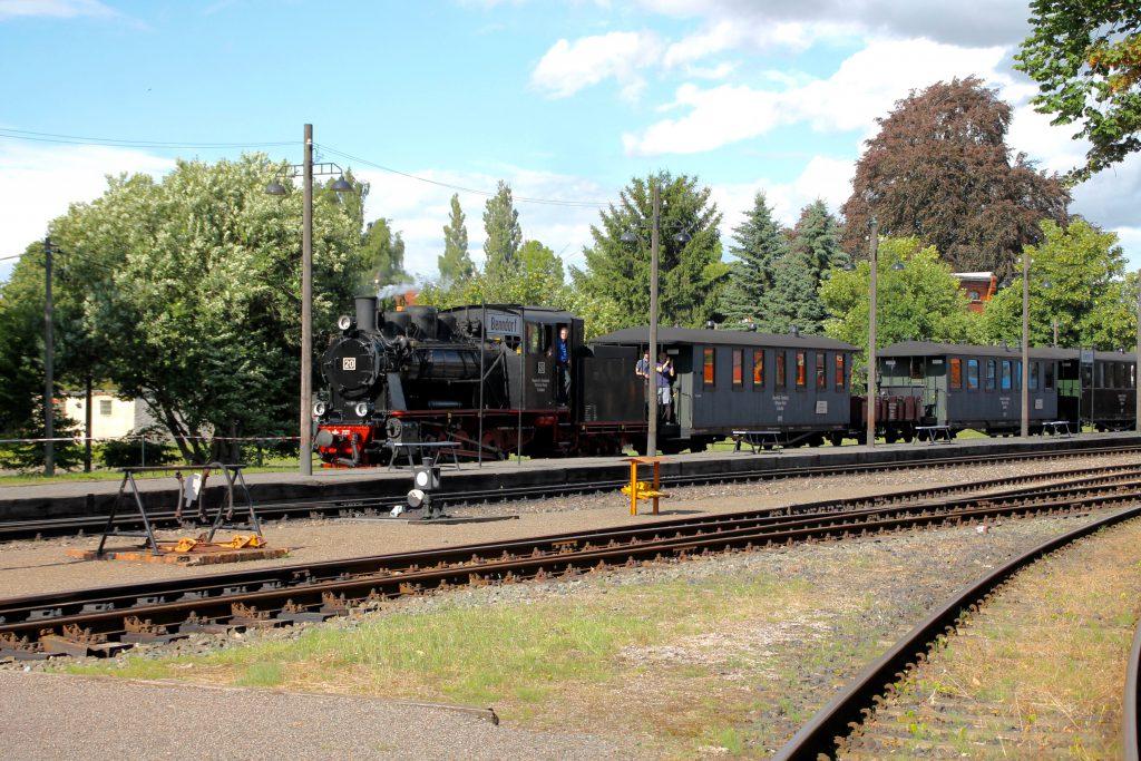 Lok 20 der Mansfelder Bergwerksbahnen erreicht Bendorf, aufgenommen am 03.07.2016.