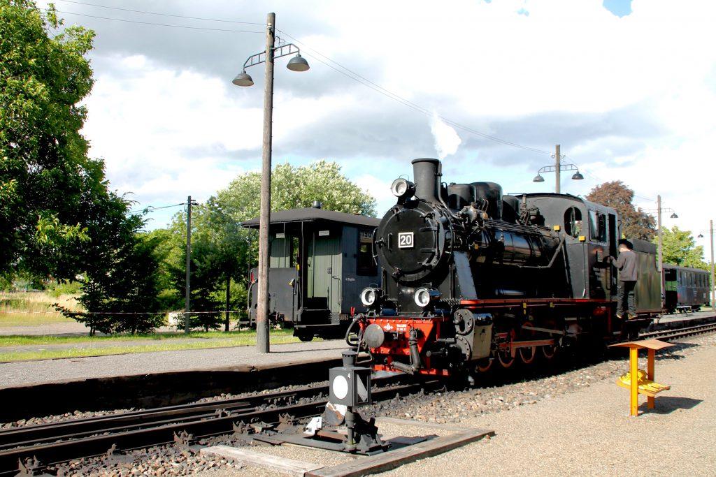 Lok 20 der Mansfelder Bergwerksbahnen setzt in Benndorf um, aufgenommen am 03.07.2016.
