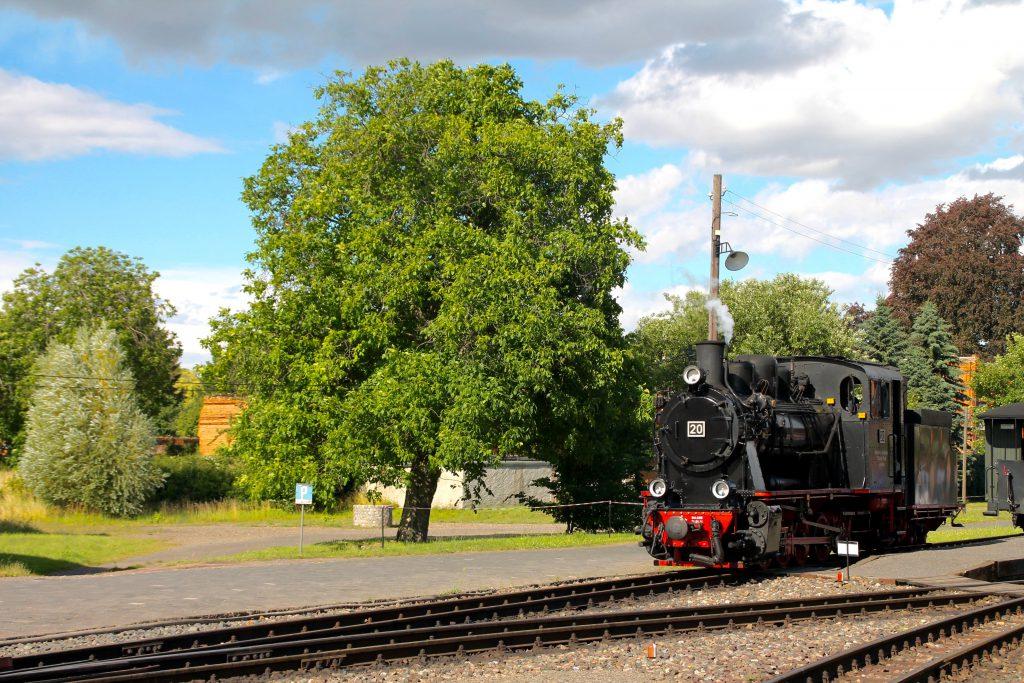 Lok 20 der Mansfelder Bergwerksbahnen rangiert in Benndorf, aufgenommen am 03.07.2016.