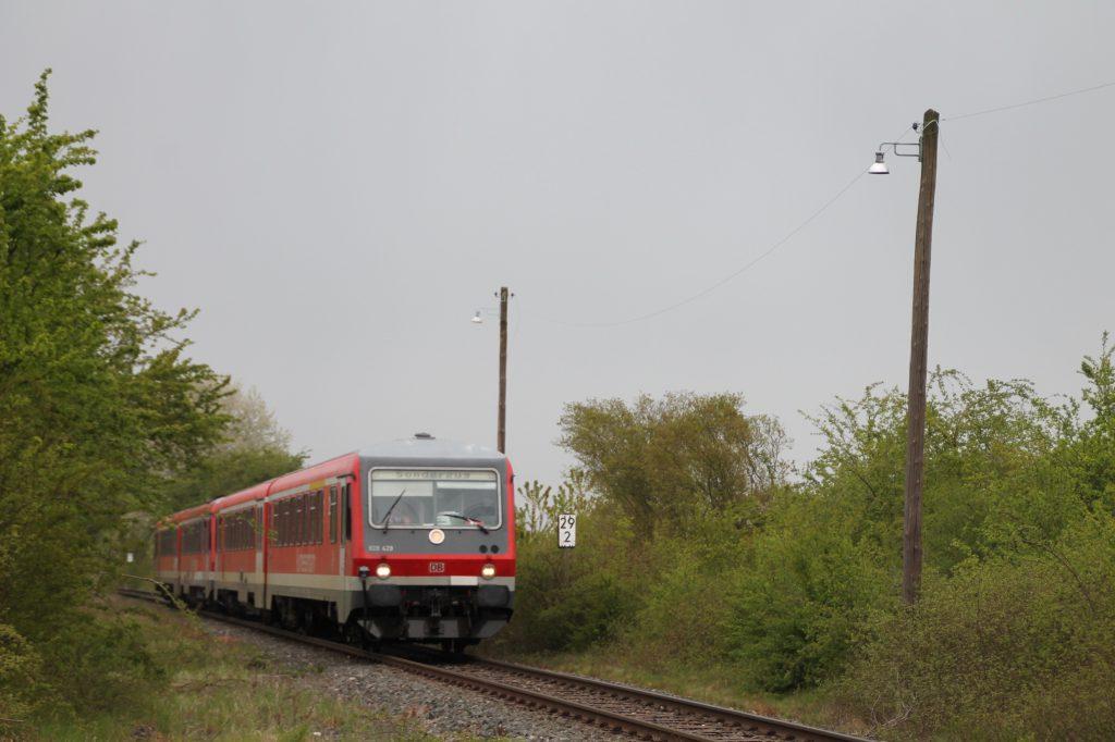 628 429 und 628 419 bei Rodheim zwischen Friedberg und Friedrichsdorf, aufgenommen am 23.04.2016.