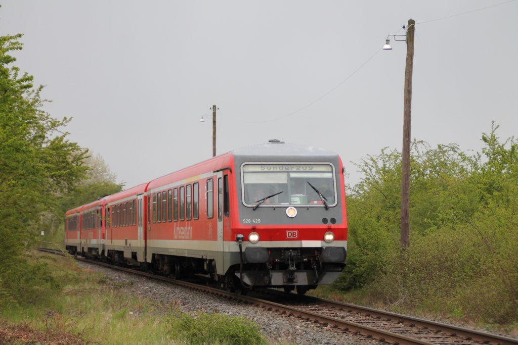 628 429 und 628 419 in der Nähe von Rodheim zwischen Friedberg und Friedrichsdorf, aufgenommen am 23.04.2016.