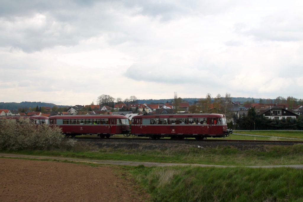 796 802, 996 309, 996 299 und 796 690 bei Röddenau auf der Strecke Frankenberg - Battenberg, aufgenommen am 30.04.2016.