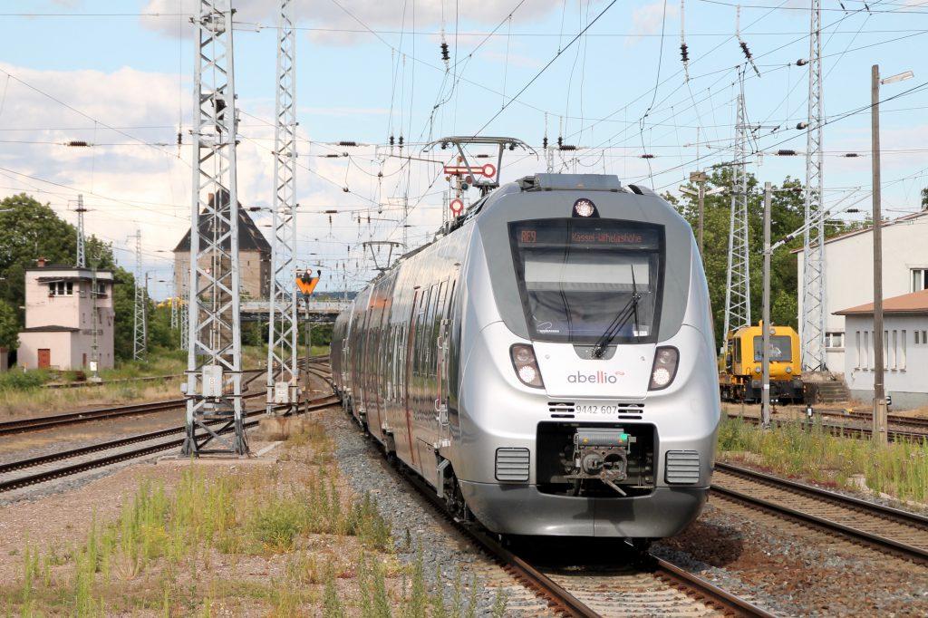 Ein TALENT 2 von Abellio fährt in den Bahnhof Sangershausen ein, aufgenommen am 03.07.2016.