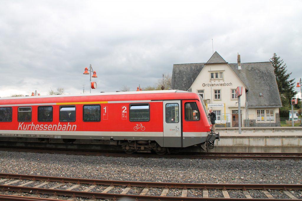 628 429 im Bahnhof Grävenwiesbach auf der Taunusbahn, aufgenommen am 23.04.2016.