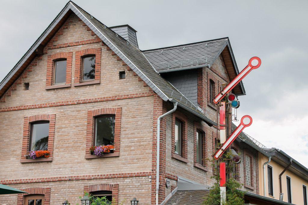 Hp2 an einer Gaststätte in Grävenwiesbach, aufgenommen am 15.07.2016.