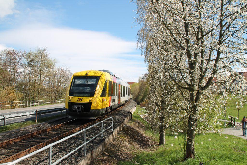 Ein LINT der HLB bei Neu Anspach auf der Taunusbahn, aufgenommen am 16.04.2016.