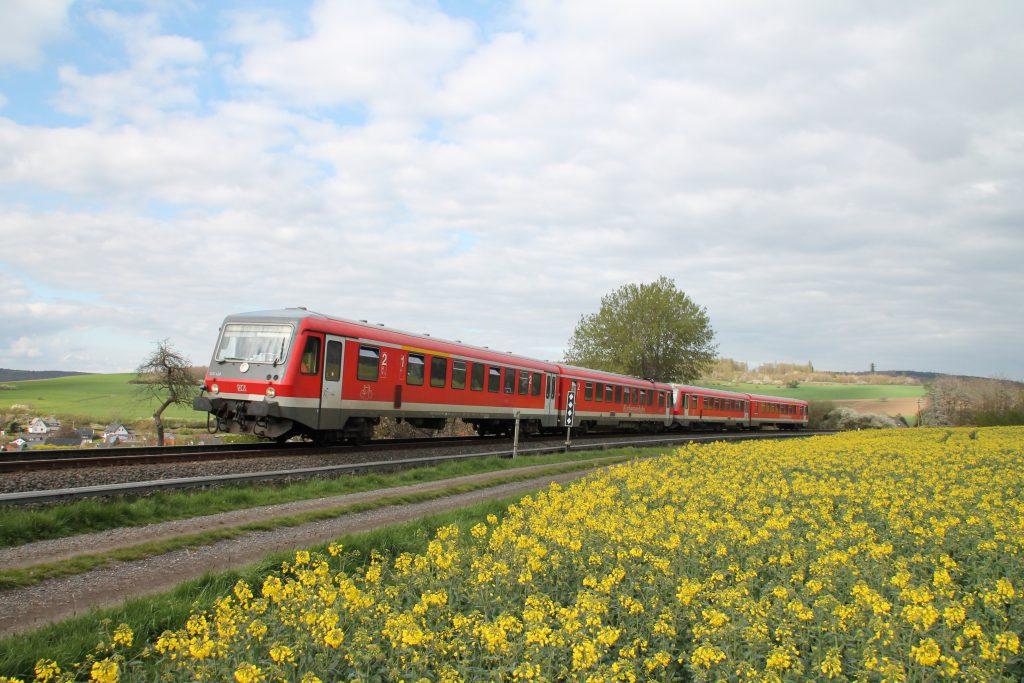 628 429 und 628 419 oberhalb von Hundstadt auf der Taunusbahn, aufgenommen am 23.04.2016.