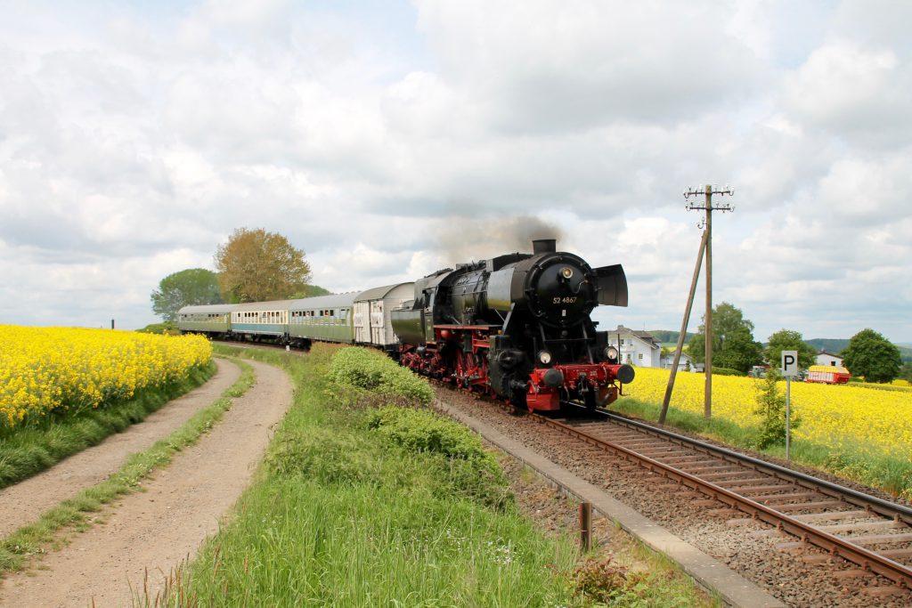 52 4867 bei Hundstadt auf der Taunusbahn, aufgenommen am 21.05.2016.