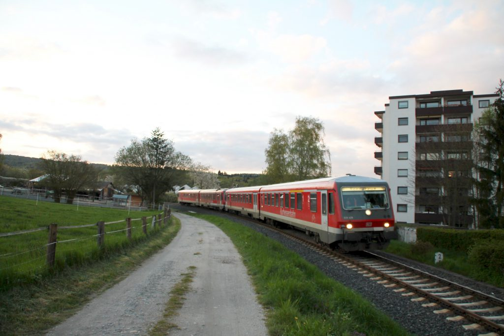 628 429 und 628 419 in Köppern auf der Taunusbahn, aufgenommen am 23.04.2016.