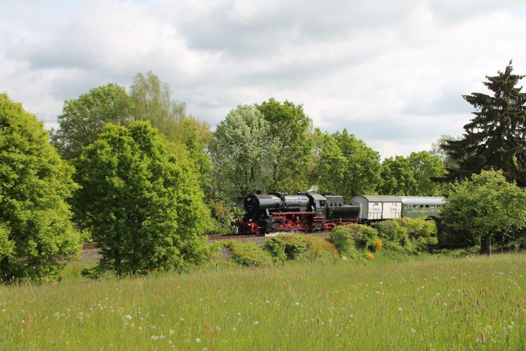 52 4867 bei Usingen auf der Taunusbahn, aufgenommen am 21.05.2016.