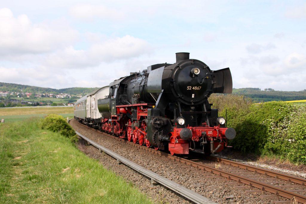 52 4867 bei Westerfeld auf der Taunusbahn, aufgenommen am 21.05.2016.