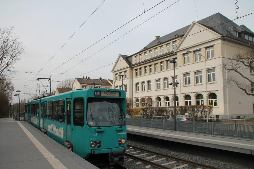PTB Wagen der VGF in der Theobald-Ziegler-Straße in Frankfurt, aufgenommen am 03.04.2016.