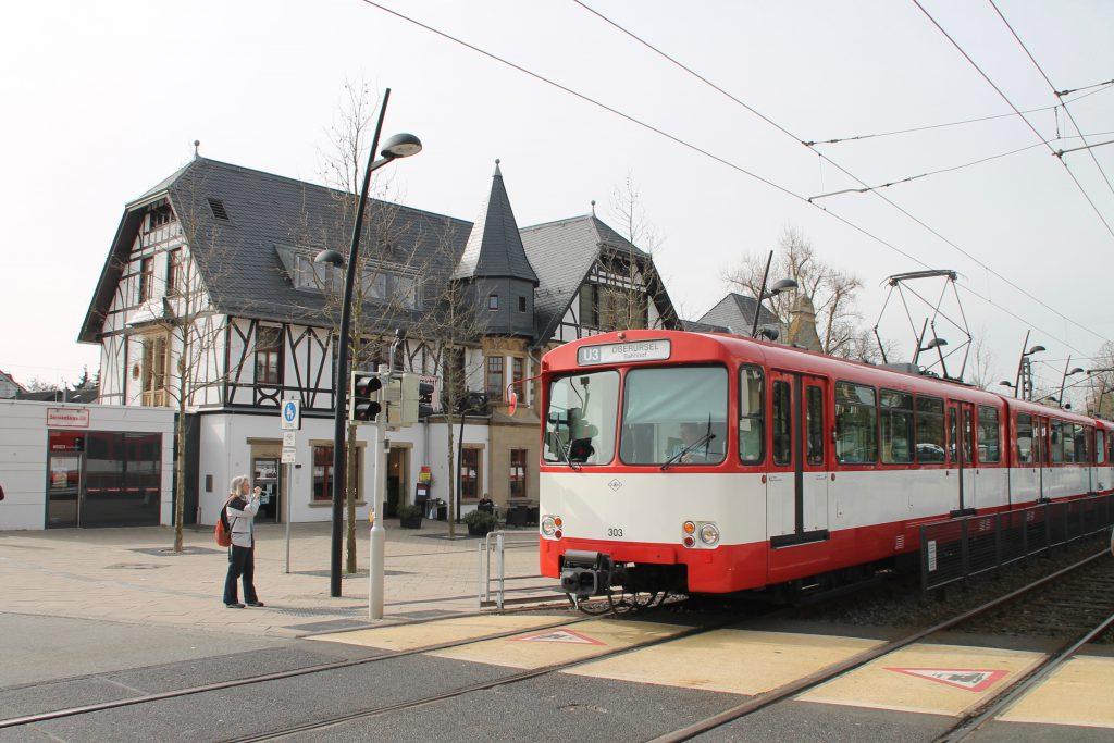 U2 Wagen der VGF am Bahnhof in Oberursel, aufgenommen am 03.04.2016.