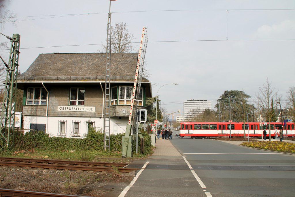 U2 Wagen der VGF am alten Stellwerk in Oberursel, aufgenommen am 03.04.2016.