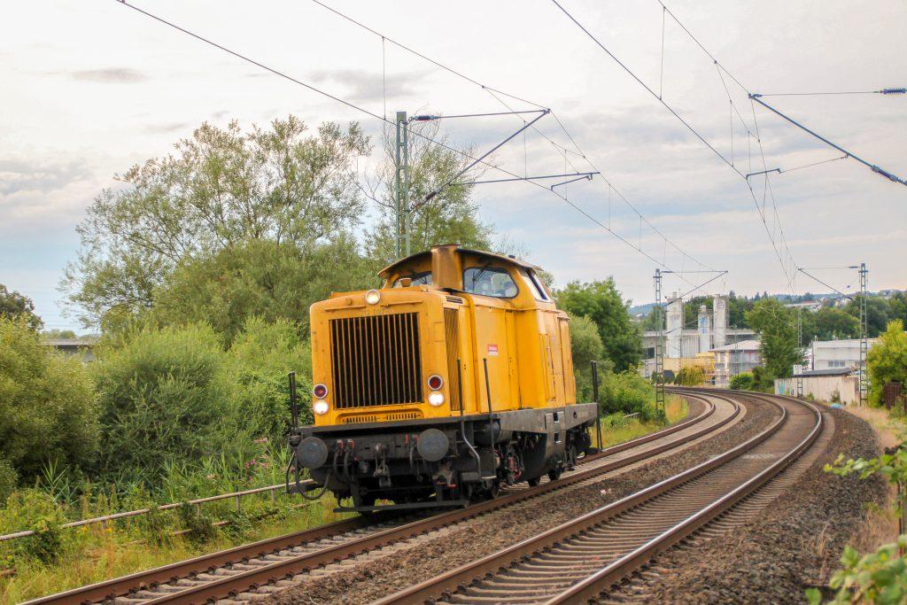 212 097 kurz vor Wetzlar auf der Dillstrecke, aufgenommen am 03.08.2016.