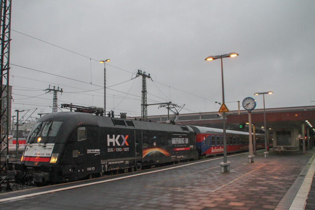Ein Taurus hält mit ihrem HKX im Hauptbahnhof Düsseldorf, aufgenommen am 11.08.2016.