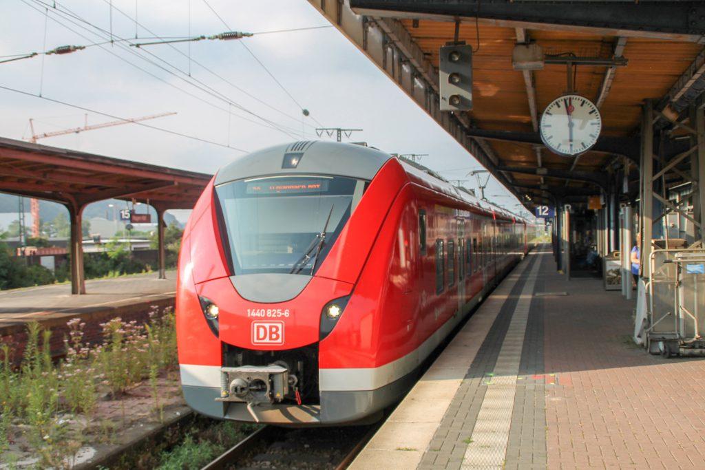 1440 325 steht in Hagen Hbf zur abfahrt bereit, aufgenommen am 13.08.2016.