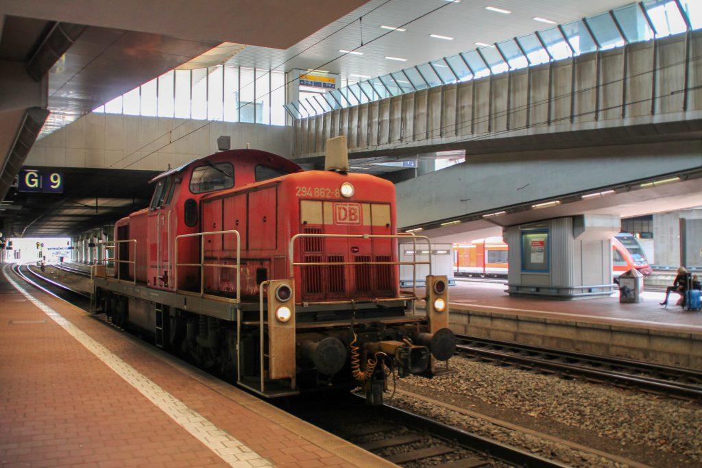 294 862 durchquert den Bahnhof Kassel-Wilhemshöhe, aufgenommen am 05.09.2016.