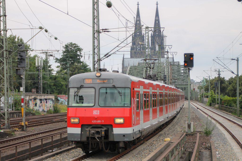 420 468 kurz vor Köln-Deutz, aufgenommen am 11.08.2016.