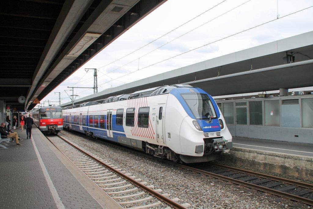 Begegnung in Köln Deutz zwischen einem 420 und einem TALENT 2 von National-Express, aufgenommen am 11.08.2016.