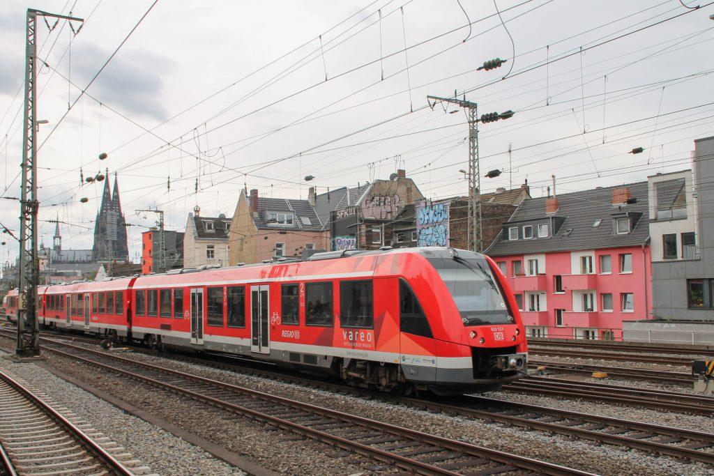 620 033 bei der Durchfahrt in Köln-Hansaring, aufgenommen am 11.08.2016.