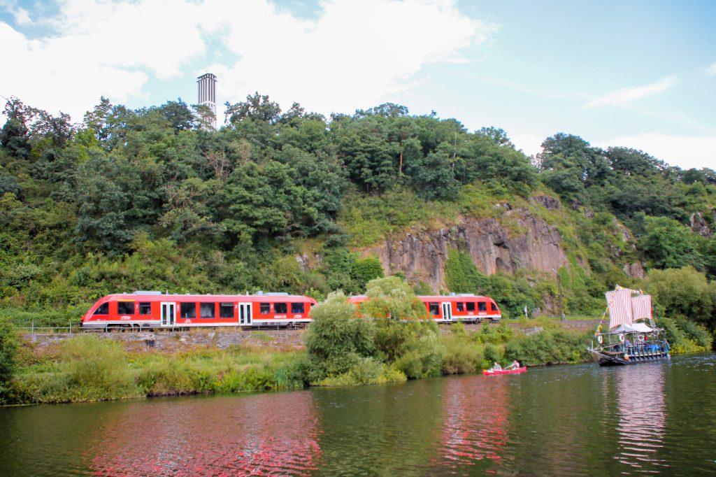 Zwei 640 der DB bei Runkel auf der Lahntalbahn, aufgenommen am 06.08.2016.