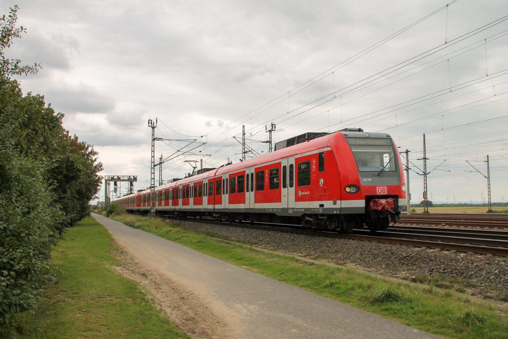 423 191 kurz vor Porz-Wahn auf der Siegstrecke, aufgenommen am 11.08.2016.