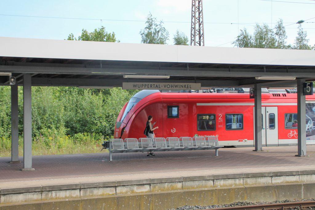 Ein 1440 fährt in Wuppertal-Vohwinkel ein, aufgenommen am 13.08.2016.