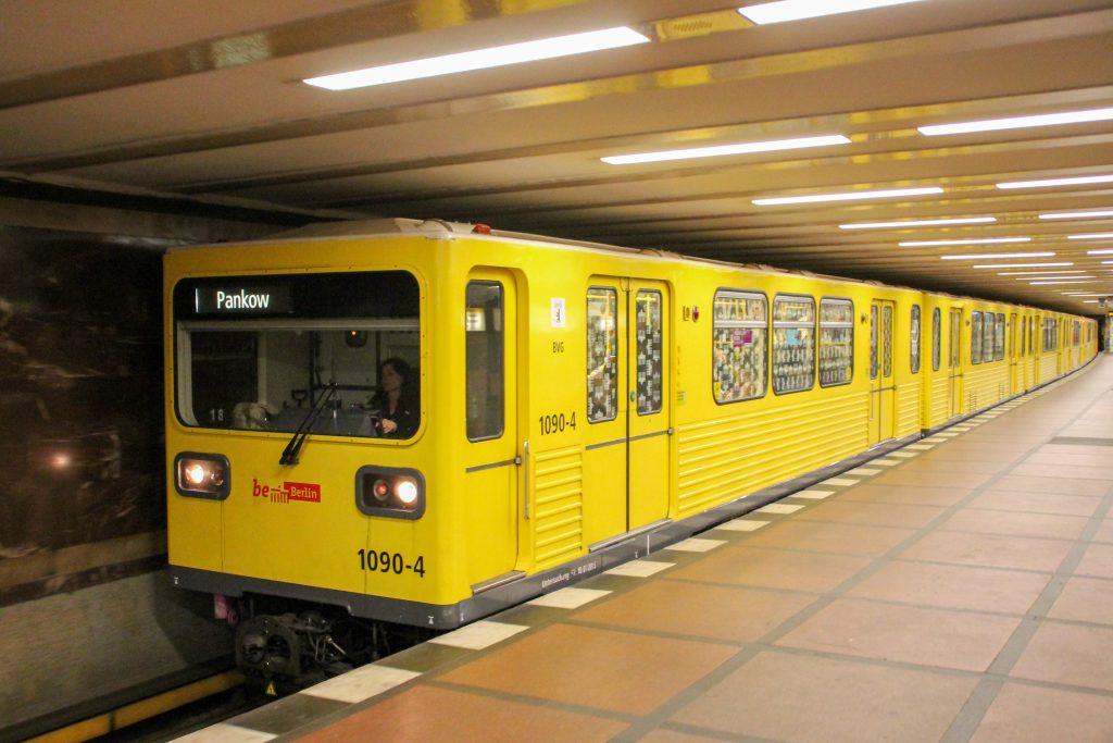 Eine U-Bahn der Baureihe G in der Station Berlin-Mohrenstraße, aufgenommen am 06.10.2016.