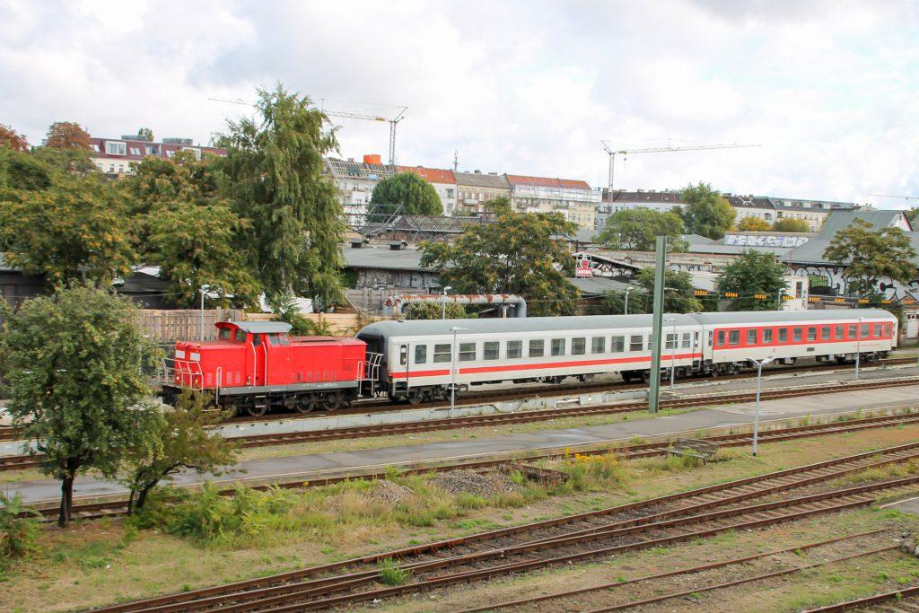345 127 rangiert in Berlin-Ostbahnhof, aufgenommen am 05.10.2016.