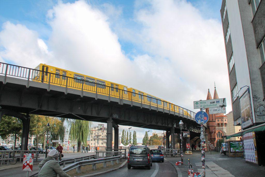 Eine U-Bahn der Baureihe G bei der Station Berlin-Schlesisches Tor, aufgenommen am 04.10.2016.