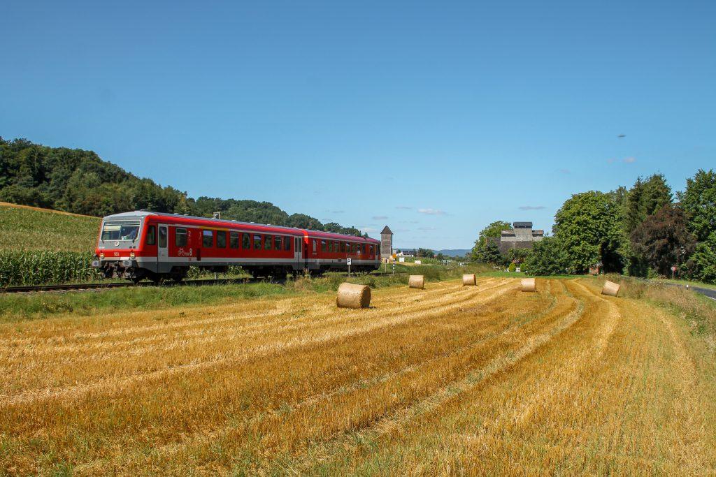 628 436 im Feld bei Niederwetter auf der Burgwaldbahn, aufgenommen am 17.08.2016.
