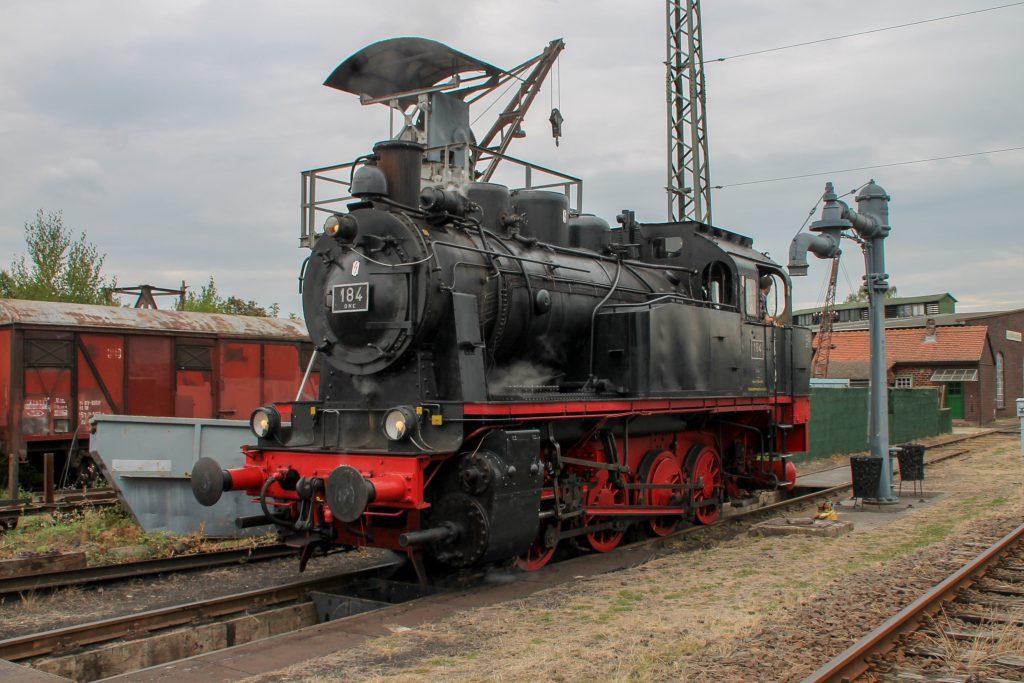 DME 184 an den Wasser- und Bekohlungskränen im Eisenbahnmuseum in Darmstadt-Kranichstein, aufgenommen am 17.09.2016.