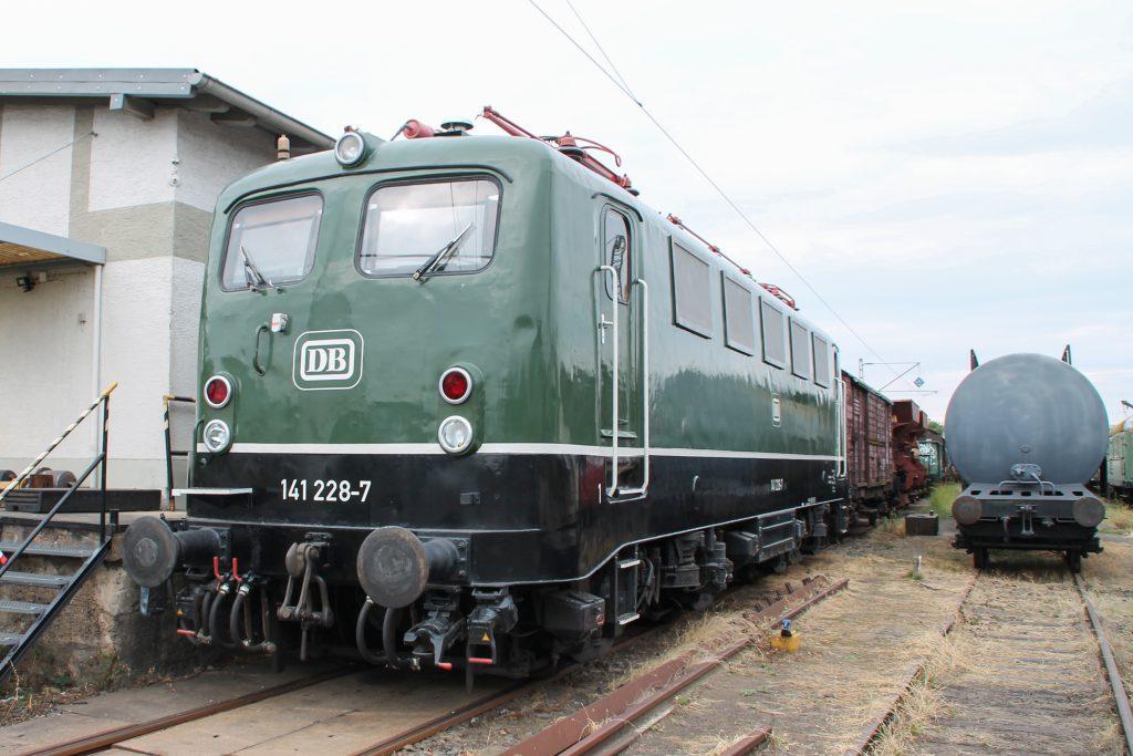 141 228 steht im Eisenbahnmuseum in Darmstadt-Kranichstein, aufgenommen am 17.09.2016.