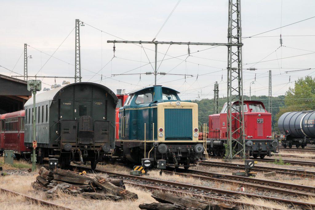 212 372 steht im Eisenbahnmuseum in Darmstadt-Kranichstein, aufgenommen am 17.09.2016.