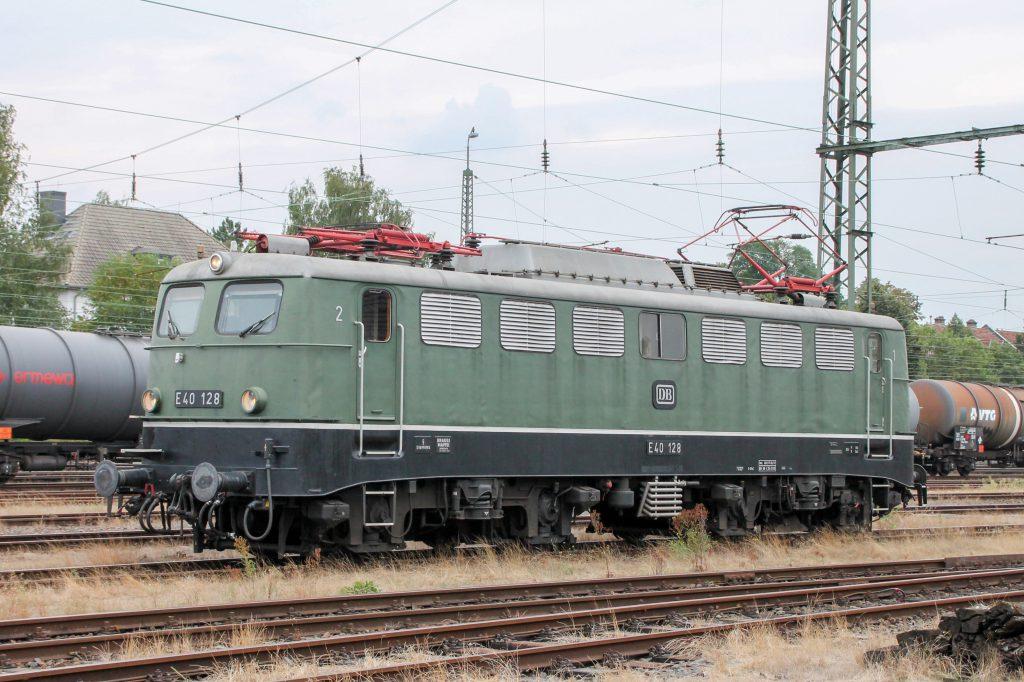 E40 128 steht im Eisenbahnmuseum in Darmstadt-Kranichstein, aufgenommen am 17.09.2016.