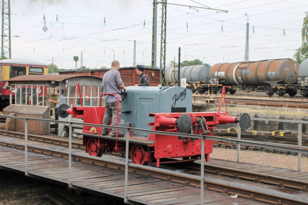 KDL 02-01 auf der Drehscheibe im Eisenbahnmuseum in Darmstadt-Kranichstein, aufgenommen am 17.09.2016.