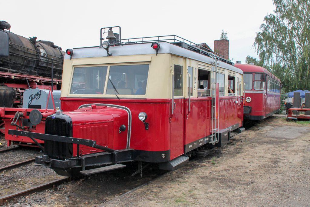 Ein Wissmarer Schienenbus und 796 744 im Eisenbahnmuseum in Darmstadt-Kranichstein, aufgenommen am 17.09.2016.