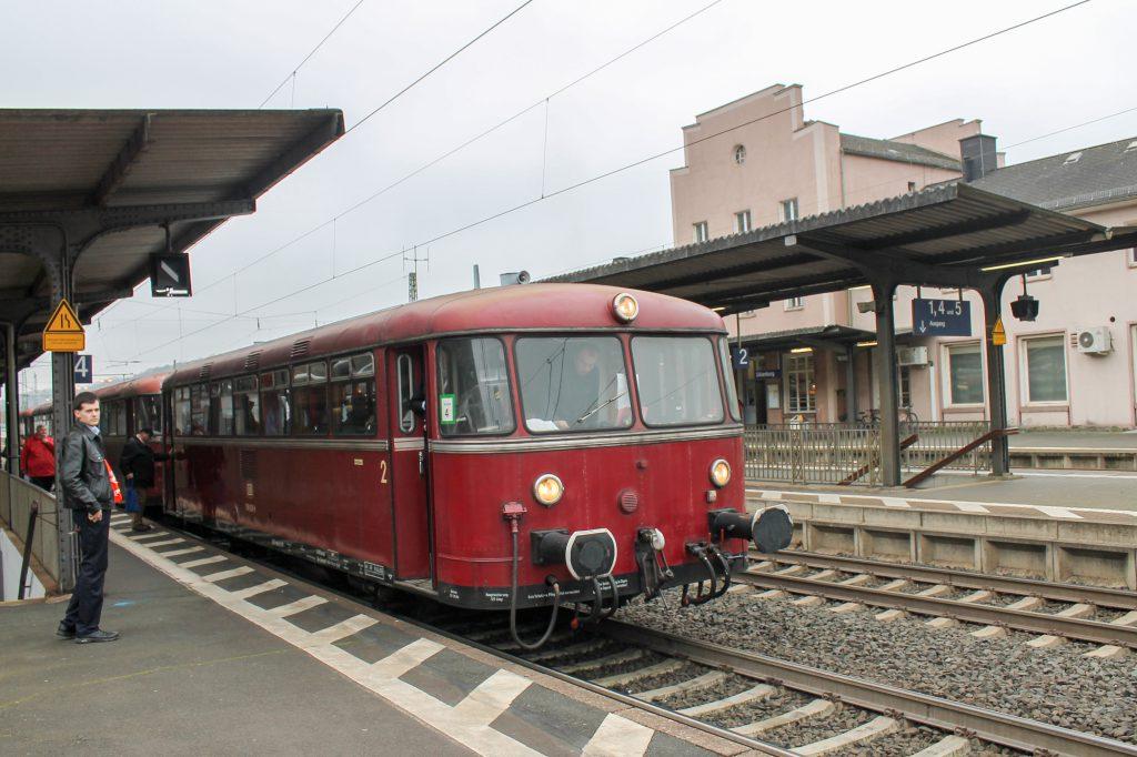 798 829 hält im Bahnhof Dillenburg auf der Dillstrecke, aufgenommen am 06.12.2016.