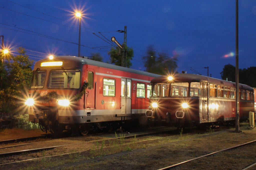 420 298 und 798 829 stehen Nachts auf dem OEF-Gelände in Gießen, aufgenommen am 23.05.2015.