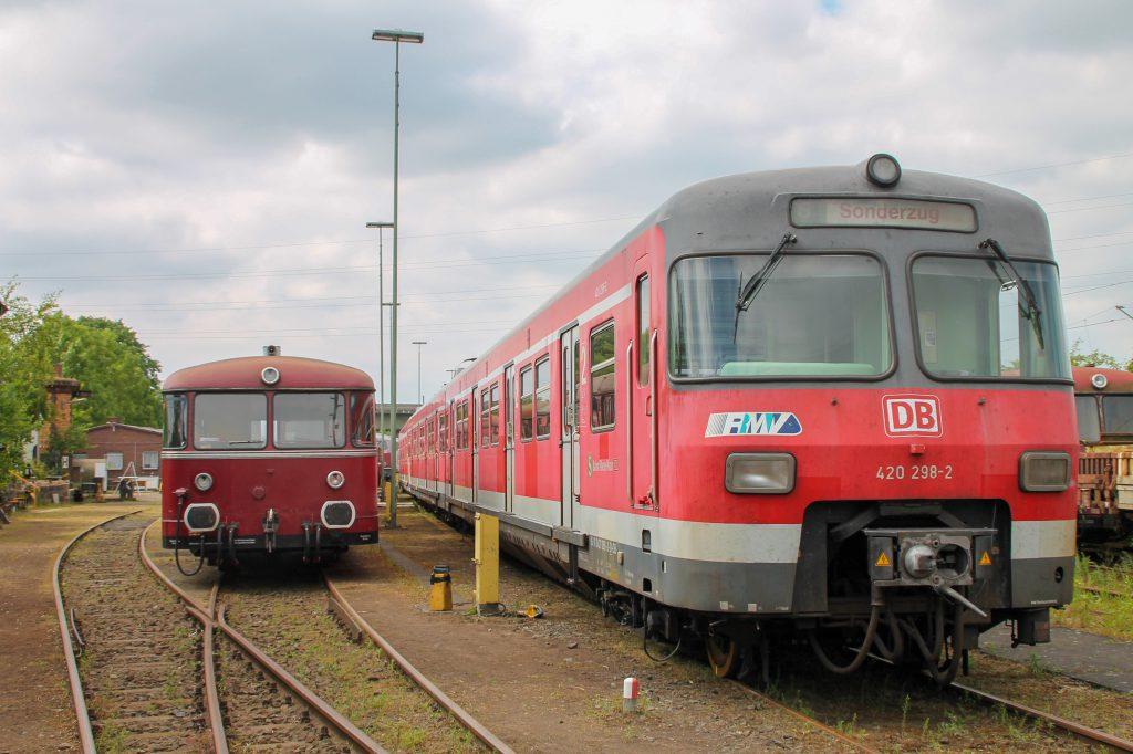 798 829 und 420 298 stehen auf dem Gelände der Oberhessischen Eisenbahnfreunde in Gießen, aufgenommen am 10.06.2015.