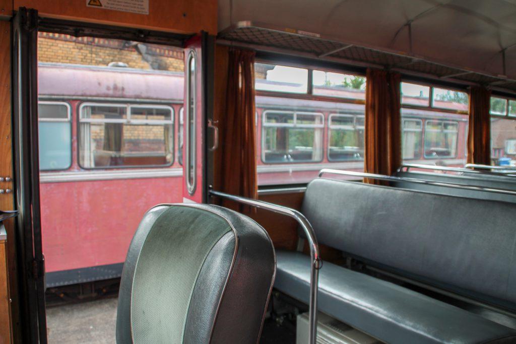 Ein Blick aus 798 829 zeigt 996 310 auf dem Gelände der Oberhessischen Eisenbahnfreunde in Gießen, aufgenommen am 19.09.2015.