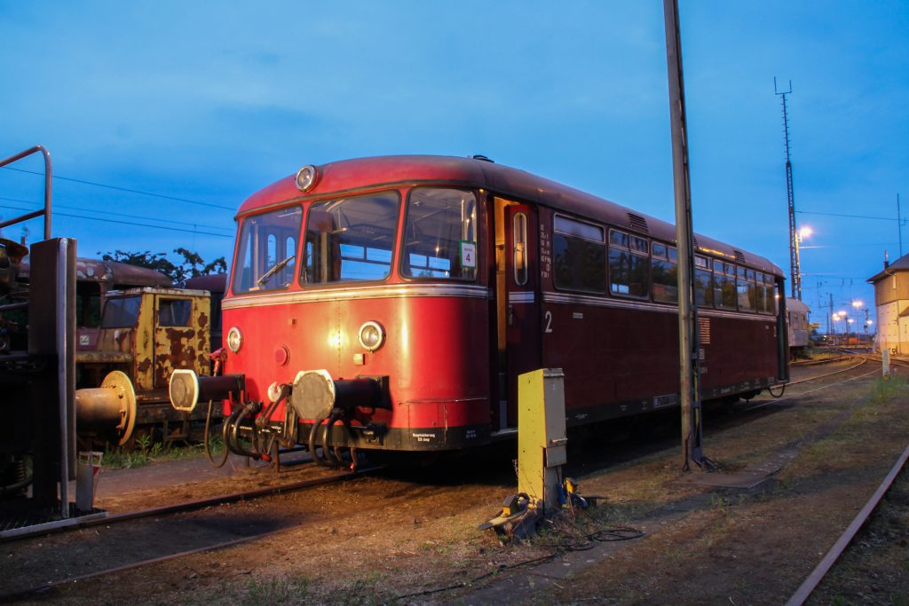 798 829 wird auf dem OEF-Gelände in Gießen angestrahlt, aufgenommen am 23.05.2015.