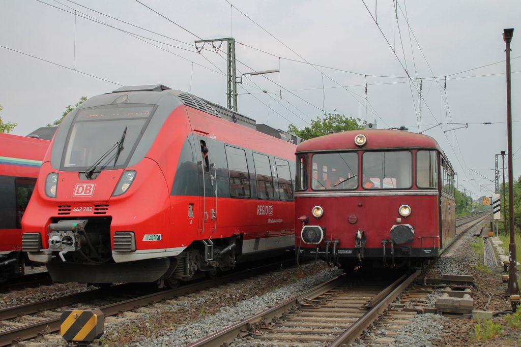 Ein Treffen aus 442 282 und 798 829, aufgenommen am 23.05.2015 im Bahnhof Gießen.